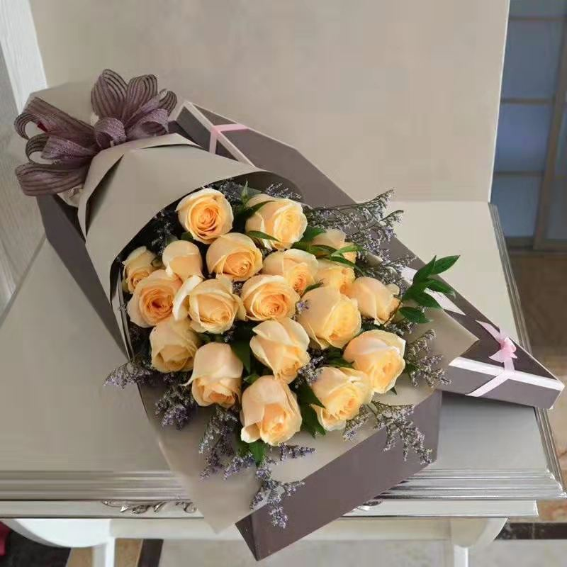 19 champagne roses